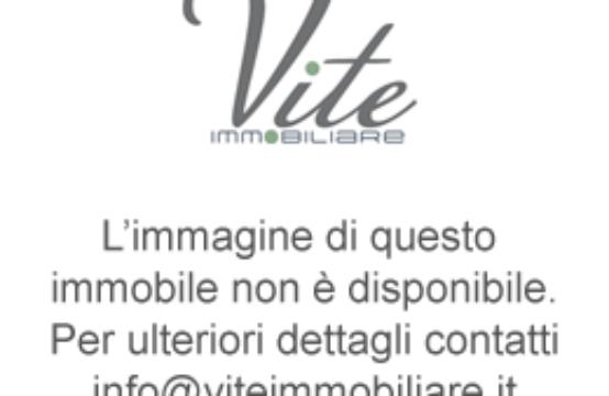Immobile, zona San Giovanni, Piazza San Giovanni in Laterano (angolo Via Merulana)